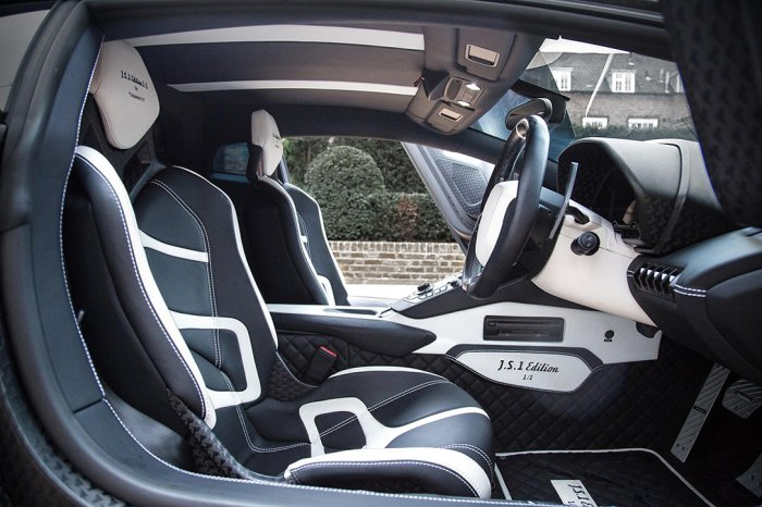 Lamborghini_Aventador_750_009