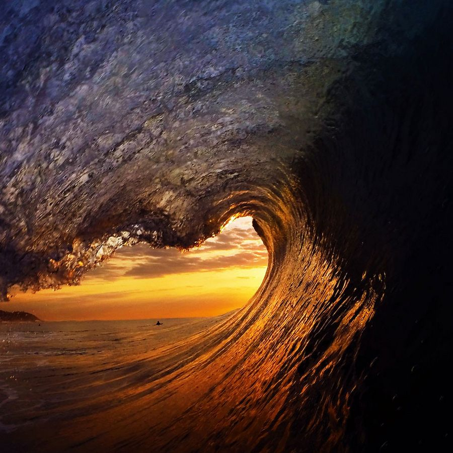 Wave_Riding_by_Ocean_004
