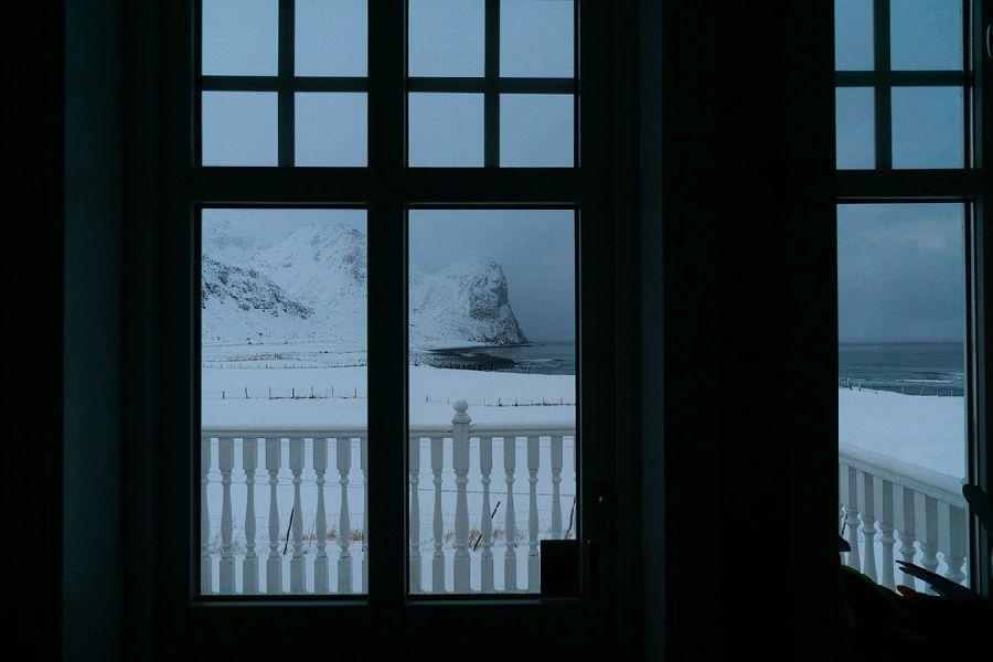 Вид из дома на Унстад – одно из наиболее известных мест для серфинга.