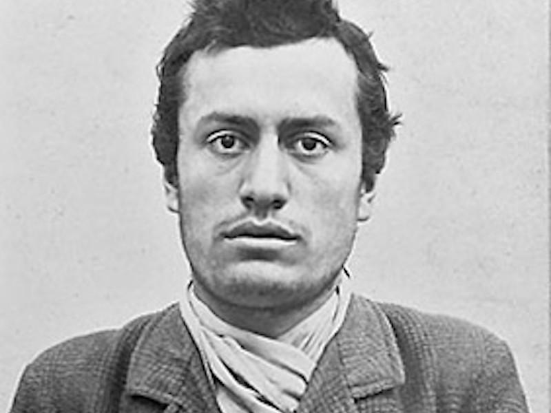 Бенито Муссолини сначала работал учителем, а затем обратился к политической журналистике.