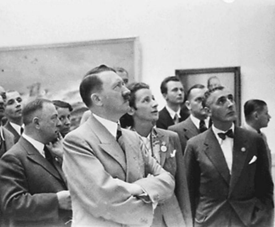 Адольф Гитлер был акварельным живописцем.