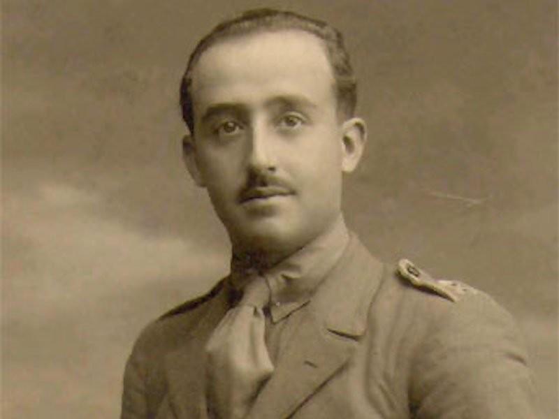 Франсиско Франко вступил в армию и стал самым молодым капитаном в испанской армии в 1915 году.