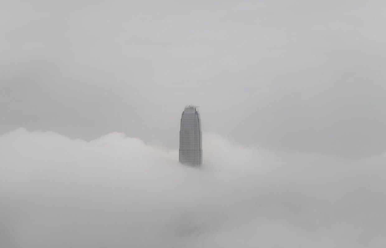 Выше облаков! Вторая башня Международного финансового центра - это второе по высоте здание в Гонконге, уступая лишь Международный коммерческий центру (высота 484 метра), 14-м показателем в Азии и 20-м по высоте в мире. Фото: Philippe Lopez