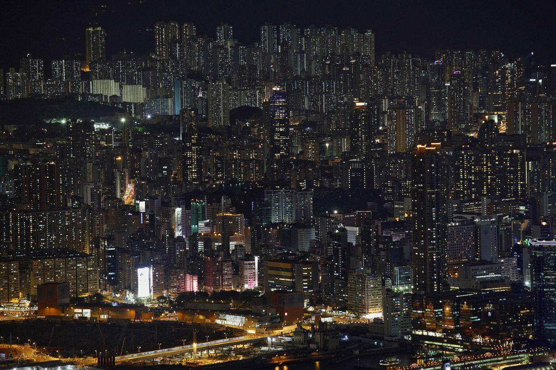 Ночной лес зданий. Фото: Bobby Yip