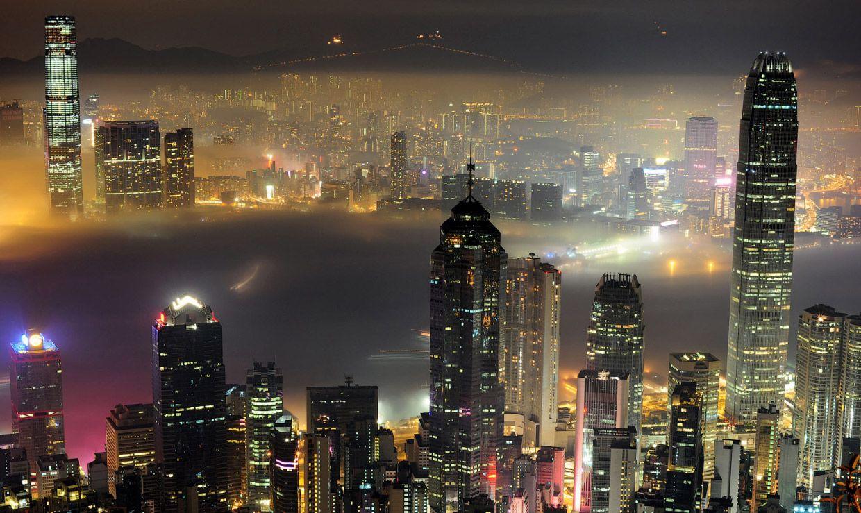 Ночной вид на Гавань Виктория в Гонконге. Фото: Richard A. Brooks