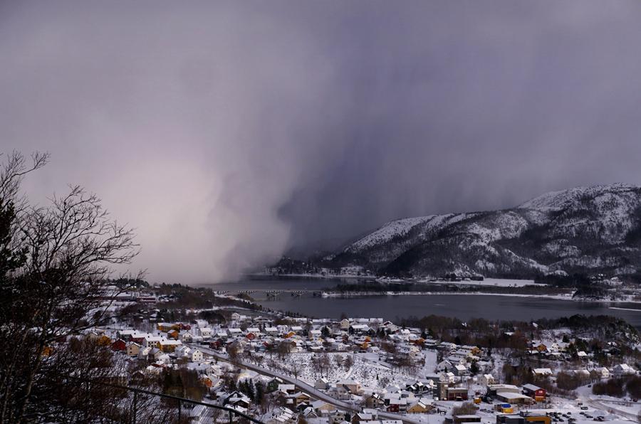 Облако с радиоактивными элементами из Чернобыля дошел до Норвегии в 1986 году, сильный снег и дождь с радиоактивным цезием.