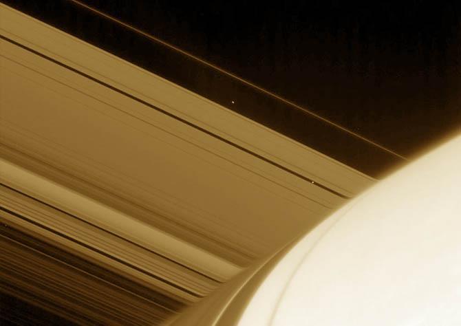 Полюса у Сатурна приплюснуты