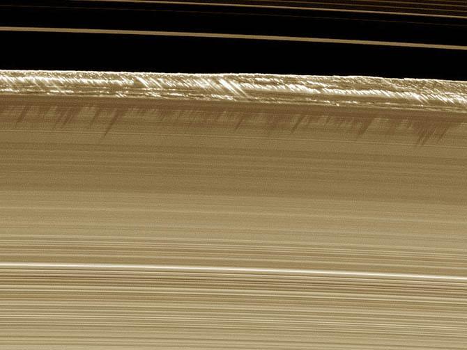 Северное сияние есть и на Сатурне.