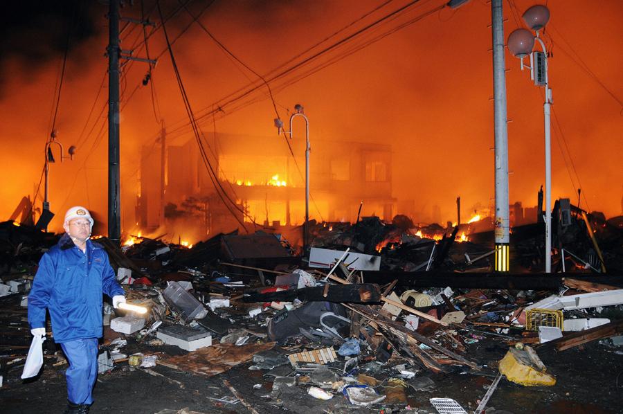 Разрушенные дома после мощного землетрясения в Иваки, префектура Фукусима.