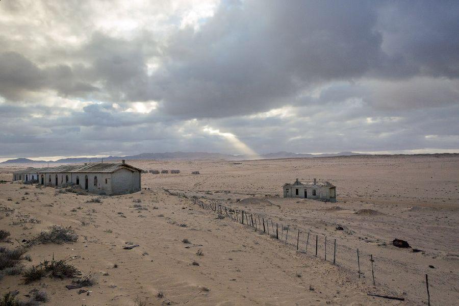 Заброшенный город-призрак Колманскоп в пустыне Намиб