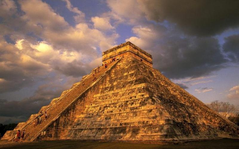 Руины и пирамиды, которые вы часто видите на снимках, были сфотографированы, скорее всего, в Чичен-Ице – одном из самых больших городов майя. Он лишь недавно был выкуплен правительством у частного владельца.