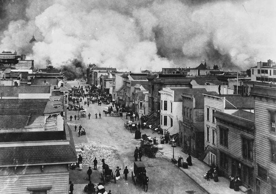 Район Сан-Франциско в огне после землетрясения 1906 года.