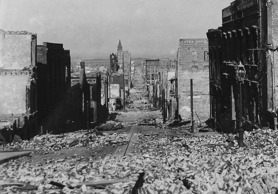 Сакраменто-Стрит после катастрофы.