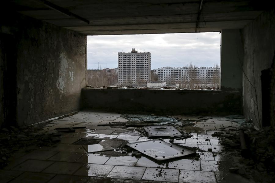 Вид на заброшенный город Припять 23 марта 2016 года.