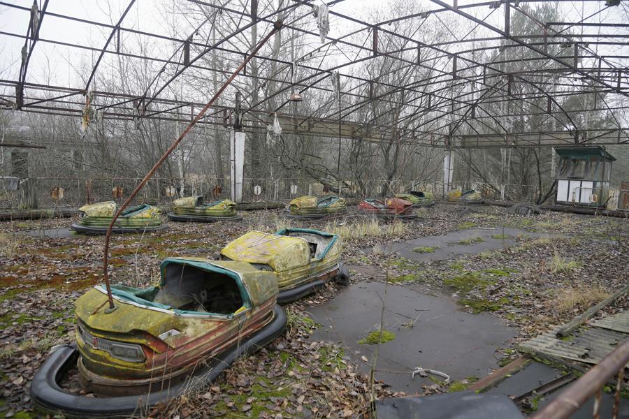 Заброшенный парк с электромашинами в Припяти, 27 ноября 2012 года.