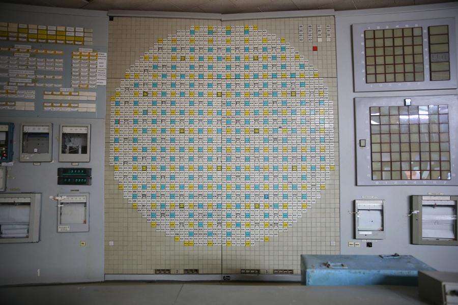 Приборная панель в диспетчерской второго энергоблока, точно такая же панель в диспетчерской четвертого блока внутри Чернобыльской АЭС, 29 сентября 2015 года.