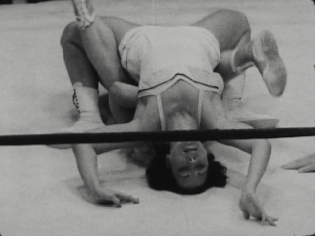 woman_wrestling_vintage_004