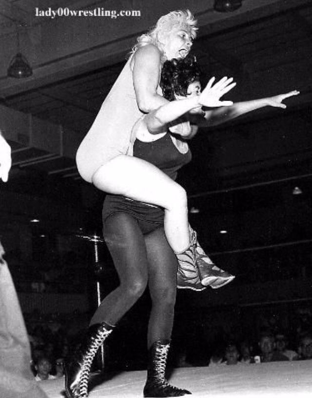 woman_wrestling_vintage_006