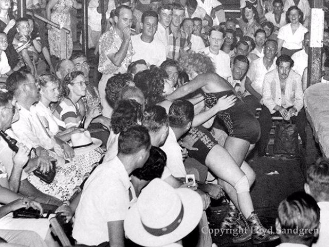 woman_wrestling_vintage_008