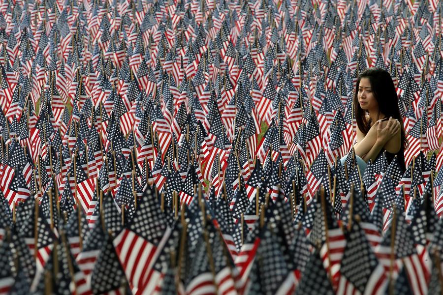 26 мая 2016 года День посвящён памяти американских военнослужащих, погибших во всех войнах и вооружённых конфликтах, в которых США ... Среди них – 37.000 жителей штата Массачусетс, в память о каждом из них в парке поставили по одному флагу.
