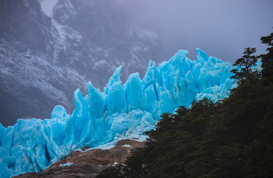 Ледник Серрано, в национальном парке Бернардо О'Хиггинса в чилийской Патагонии, 1.960 км к югу от Сантьяго, 21 февраля 2016 года.