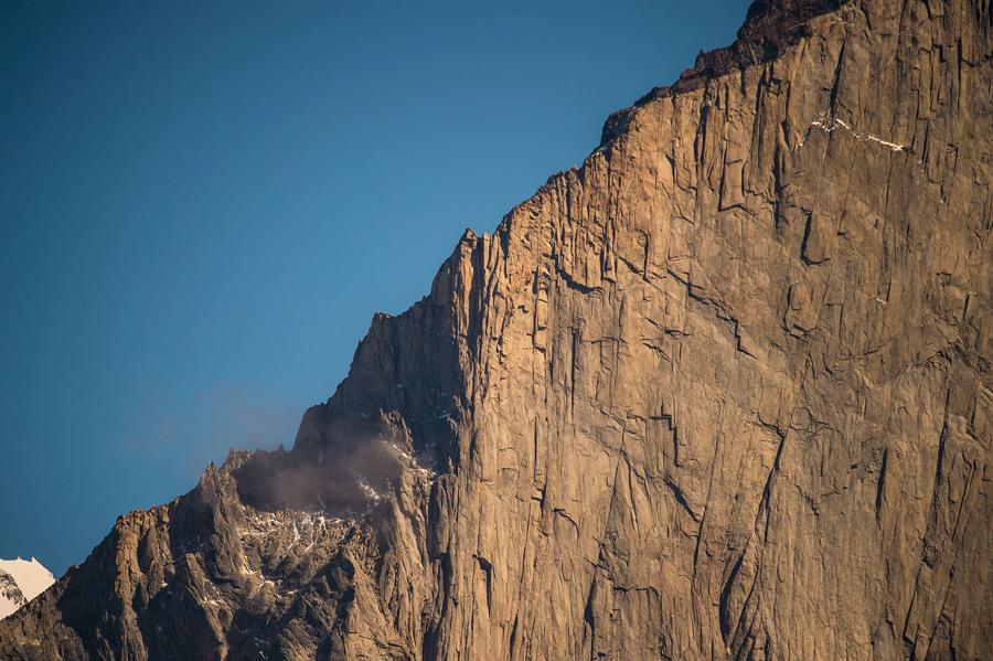 Частичный вид на горы Пайне, небольшие горные группы, в национальном парке Торрес-дель-Пайне, 26 февраля 2016 года.