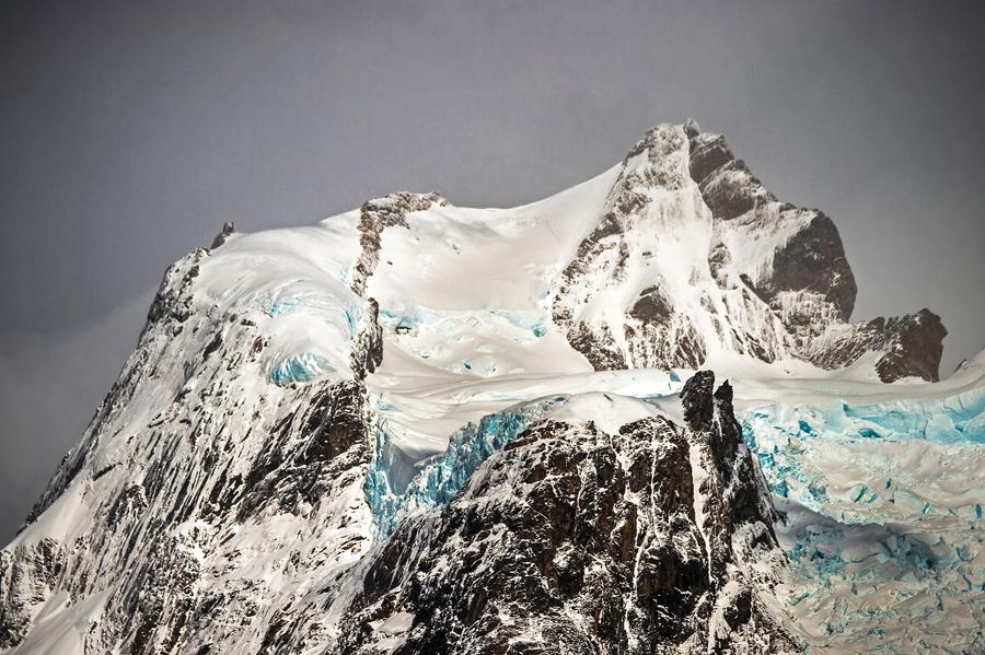 Горы Серрано увенчанные ледниками, в национальном парке Бернардо О'Хиггинса в Чили, 21 февраля 2016 года.