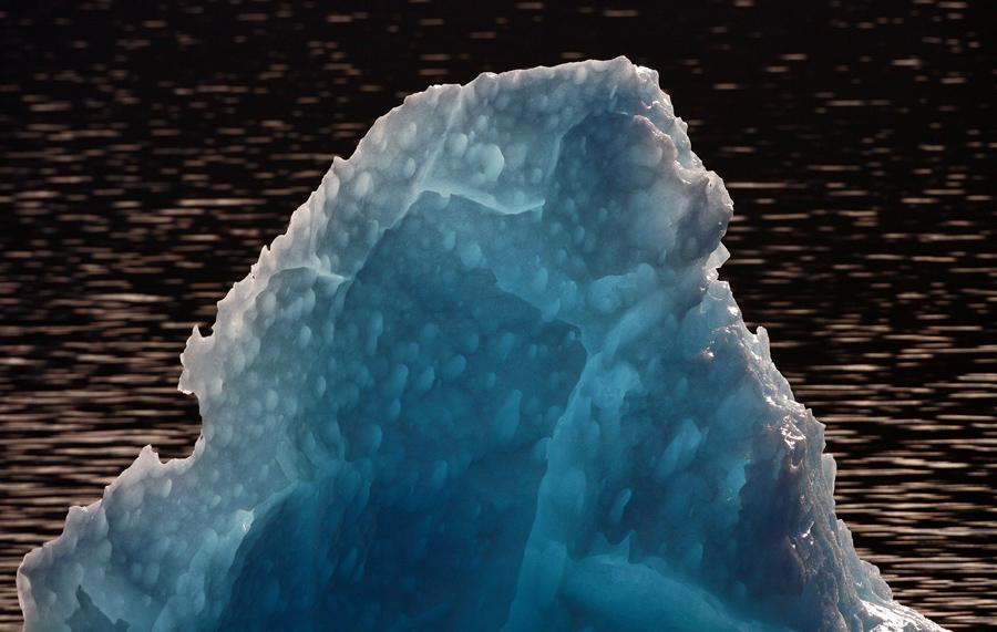 Айсберг в Северном ледяном поле Патагонии, в национальном парке Лагуна Сан-Рафаэль, 1300 километрах к югу от Сантьяго, Чили, 29-го октября 2007 года.