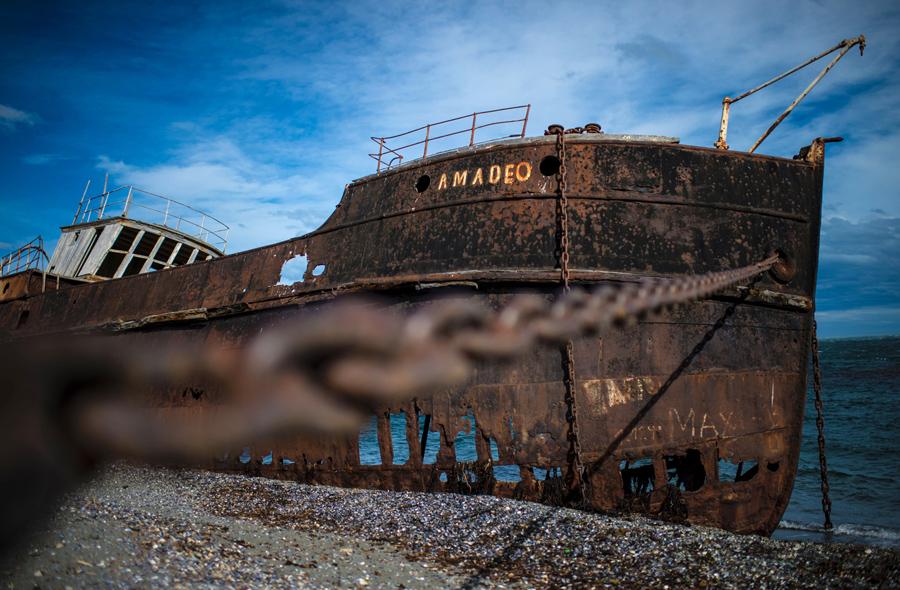 """Заброшенный корабль в Сан-Грегорио, """"Магеллан"""", в чилийской Патагонии, 15 февраля 2016 года."""