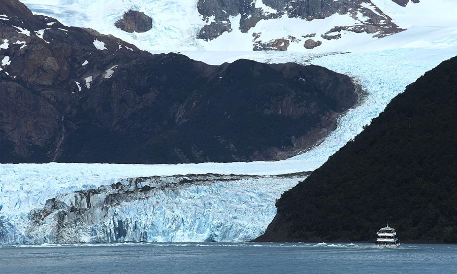 Ледник Спегаццини  в национальном парке Лос-Гласиарес, 28 ноября 2015 в Санта-Крус, Аргентина.