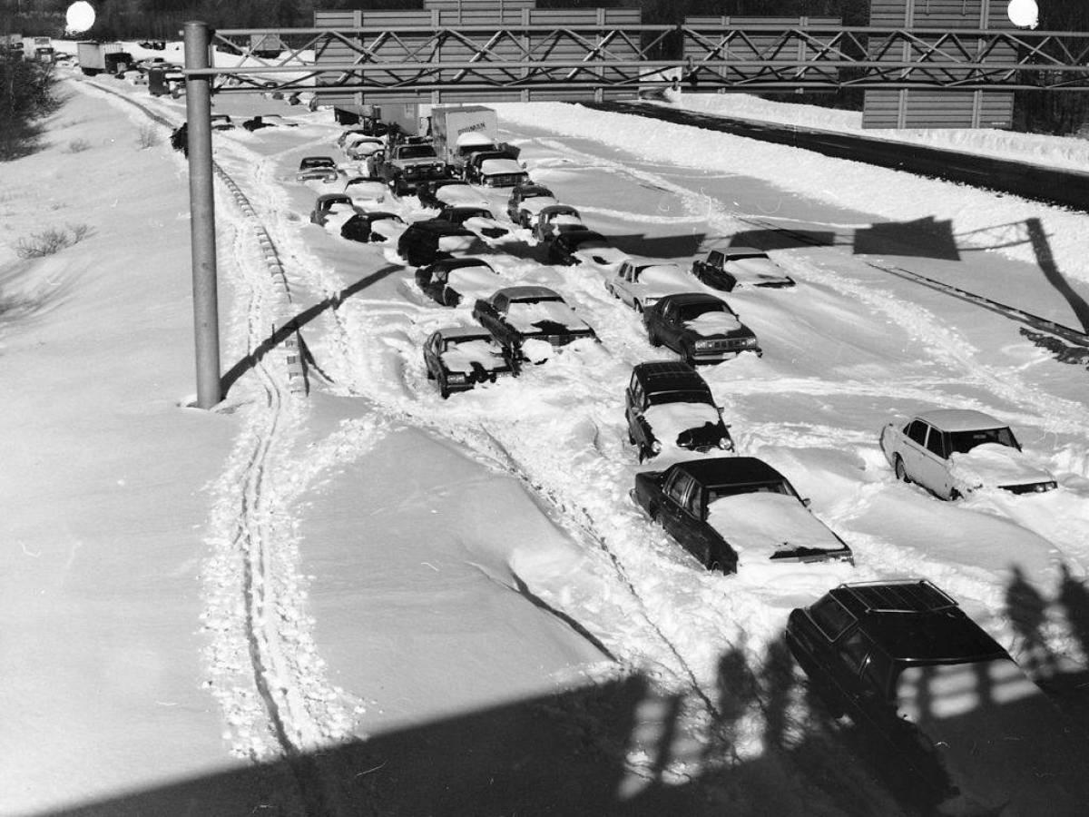 Автомобиле в сугробах, Массачусетс и Род-Айленд 1978 год