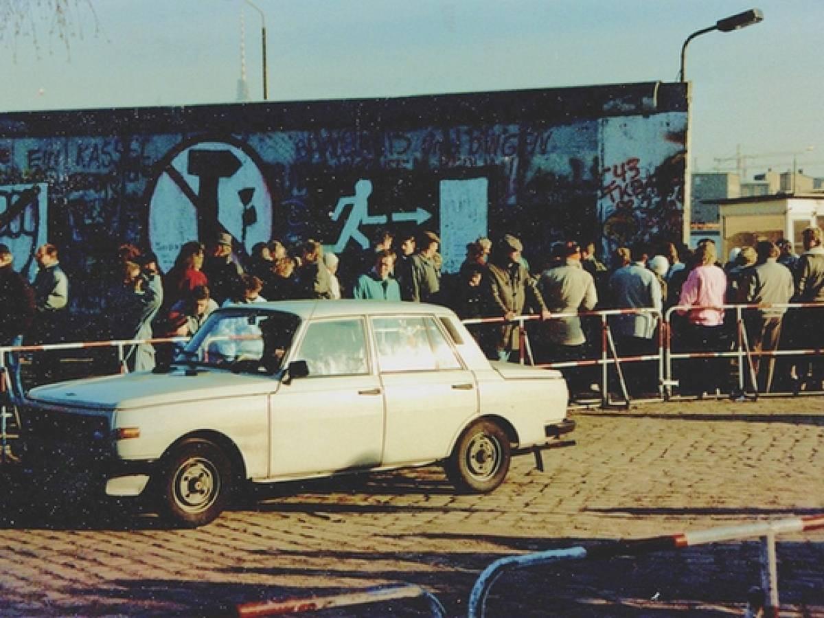 Восток-Запад Германии в Апреле 1990 года, после падения Берлинской Стены