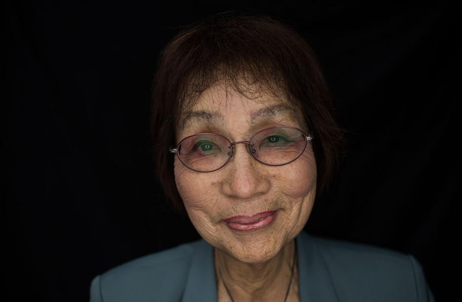 Емико Окада (Emiko Okada), 79 лет, пережила атомную бомбардировку Хиросимы. Окада была рядом с эпицентром взрыва (около 2.8 км) и получил серьезные травмы в результате взрыва в 1945 году, её сестра умерла.