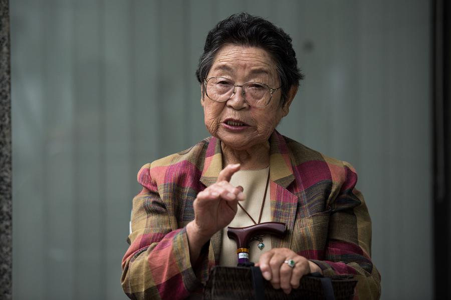 Парк Нам-Чжу (Park Nam-Joo), 83 года, этническая кореянка пережившая атомную бомбардировку Хиросимы. Женщина страдала от рака кожи и груди после тяжелого воздействия радиации. В мемориальном парке Хиросимы, 25 мая 2016 года. Примерно 20.000 корейцев были среди погибших в Хиросиме и приходится более 10 процентов от общего числа людей.