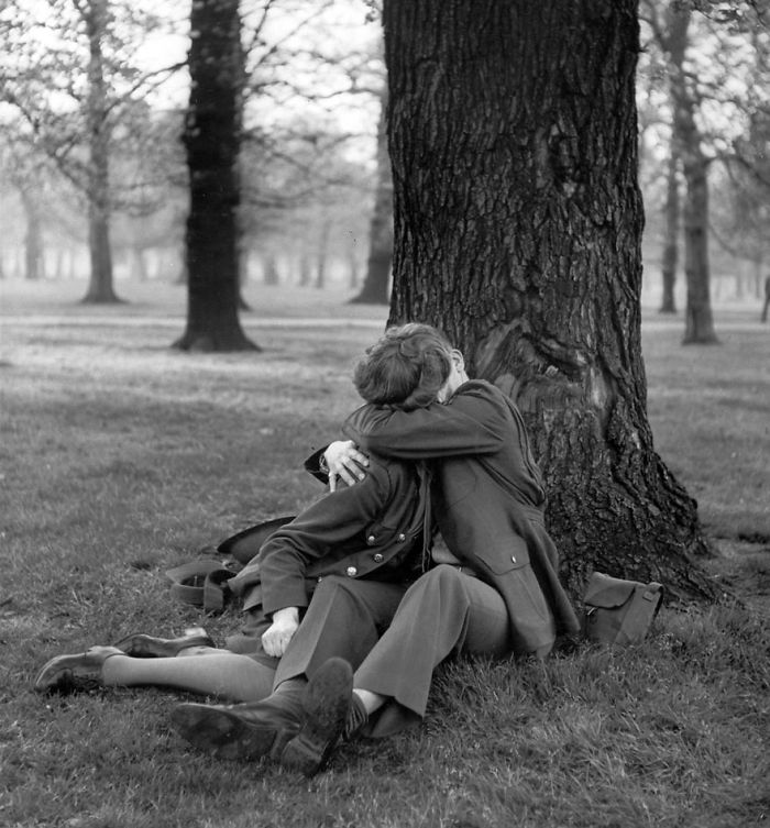 Блаженный поцелуй, Англия, 1945