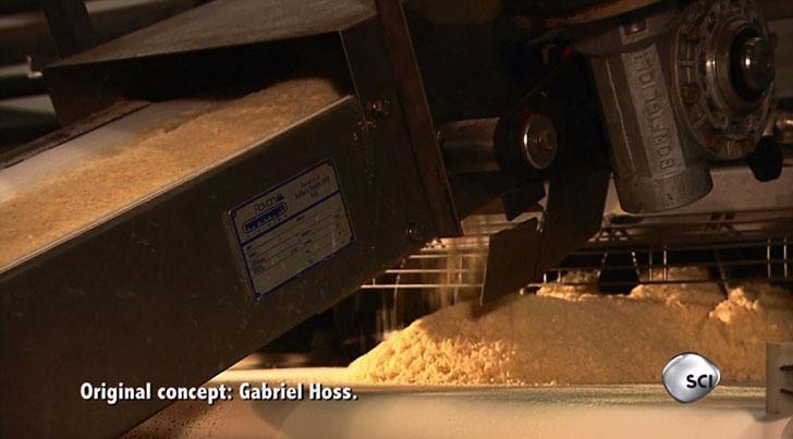 Далее смесь идет на другой конвейер и прессуется.