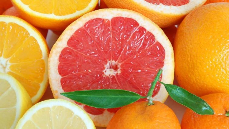 Некоторые продукты (ананас, грейпфрут, сельдерей или суп из капусты) могут сжигать жир и снижать вес