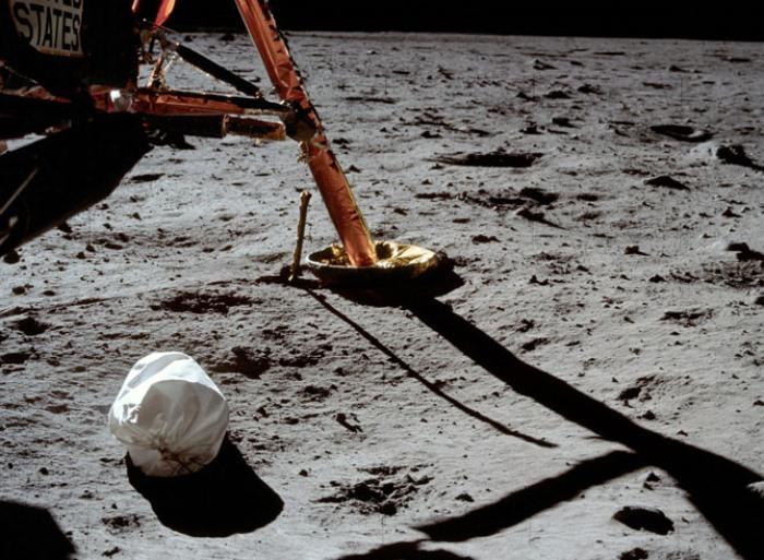 Первое фото Нила Армстронга после спуска на Луну