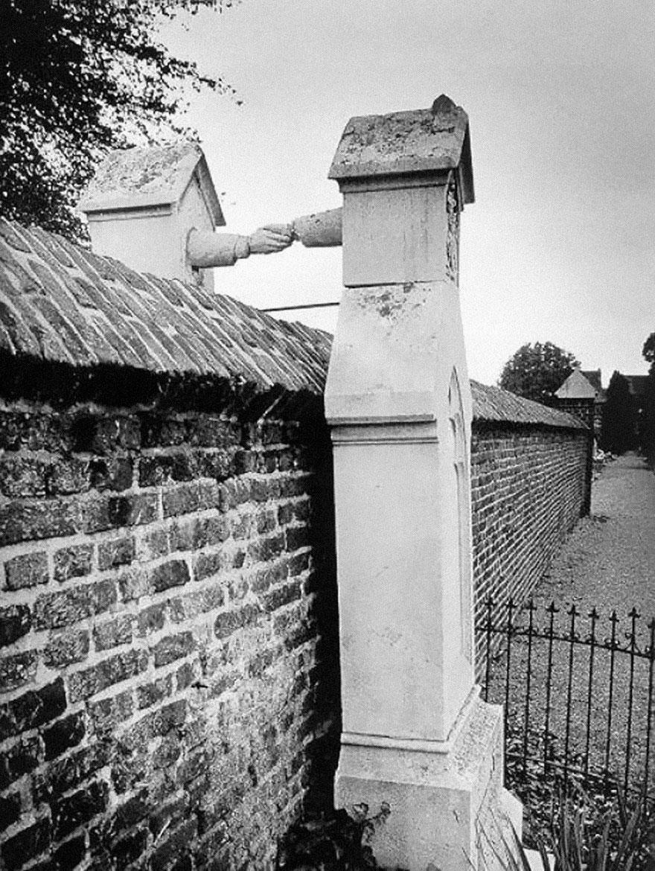 Могилы католической женщины и ее мужа в протестантской Голландии, 1888 г
