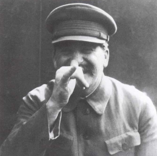 Иосиф Сталин дразнится.