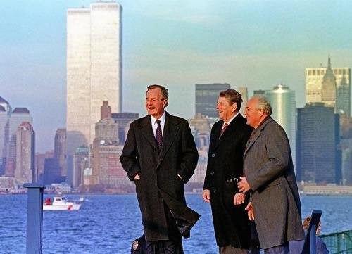 Джордж Буш старший, Рональд Рейган и МихаилГорбачёв на Манхэттене. США, 1988 год.