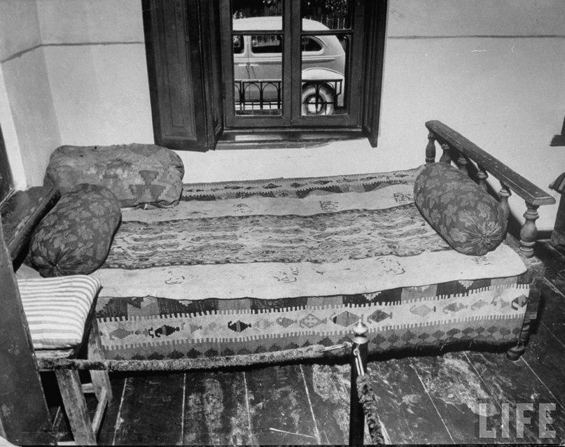 Кровать, на которой родился Сталин.