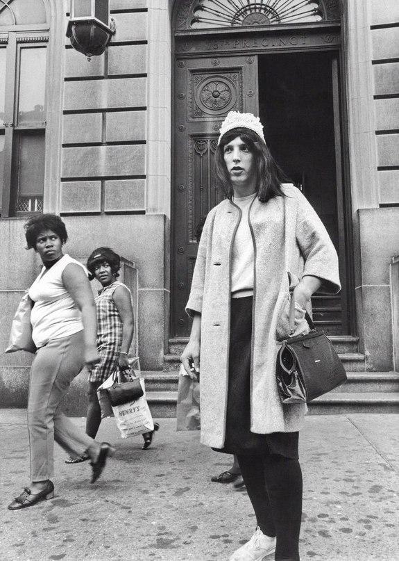 Переодетый частный детектив в Бруклине, 1969 год.