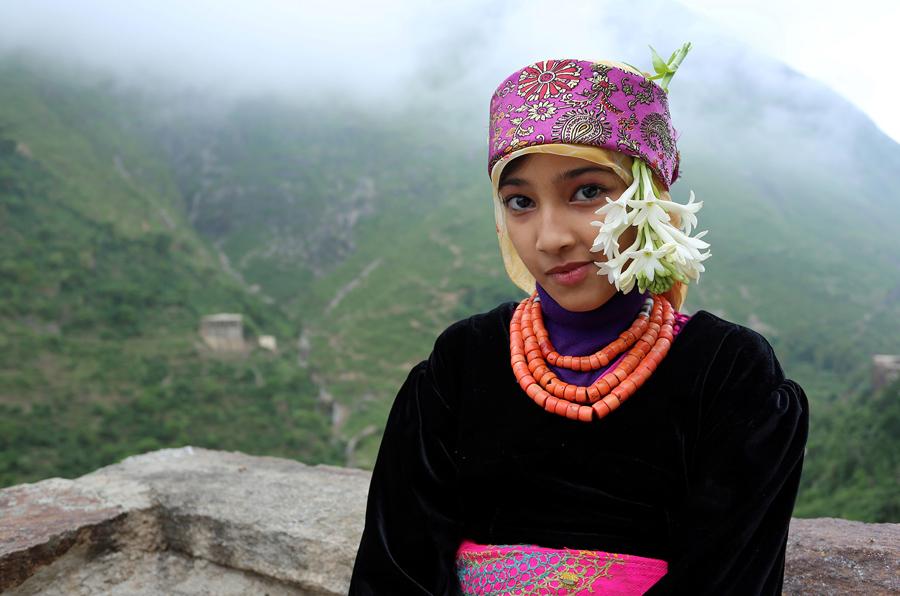Девушка на крыше своего дома, гора Dhalamlam, 1 июня 2016 года.