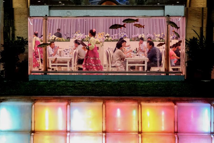 Престижный ресторан в гостинице Коре что в Пхеньяне, 25 августа 2014 г.