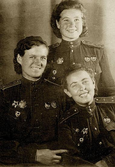 Девушки-офицеры 46-го гвардейского Таманского ночного бомбардировочного авиационного полка