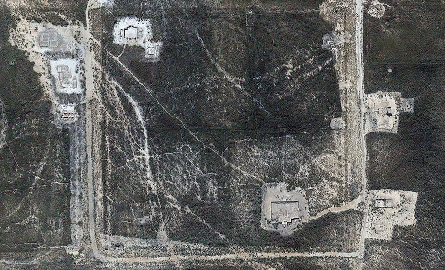 Город - призрак Сент-Томас в штате Невада. Основанный в 1865 году как поселение мормонов. Уровень воды в местном озере Мид  достиг рекордно низкой отметки. Из-за этого обнажились руины города, который был затоплен вскоре после завершения строительства плотины Гувера.