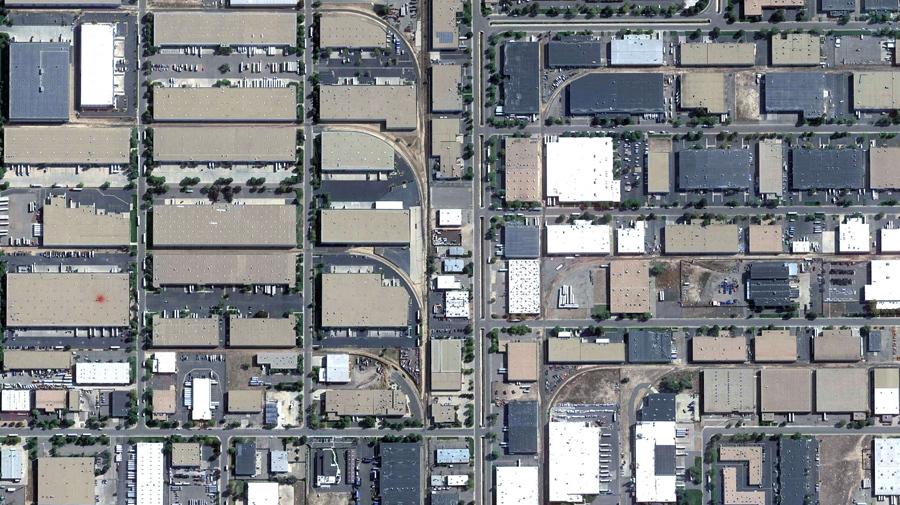 Промышленная зона в восточном Денвере, штат Колорадо.
