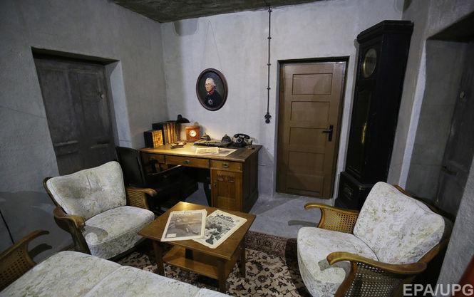 Воссозданная копия гостиной и кабинета Гитлера