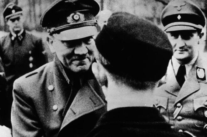 Один из последних официальных снимков Адольфа Гитлера.